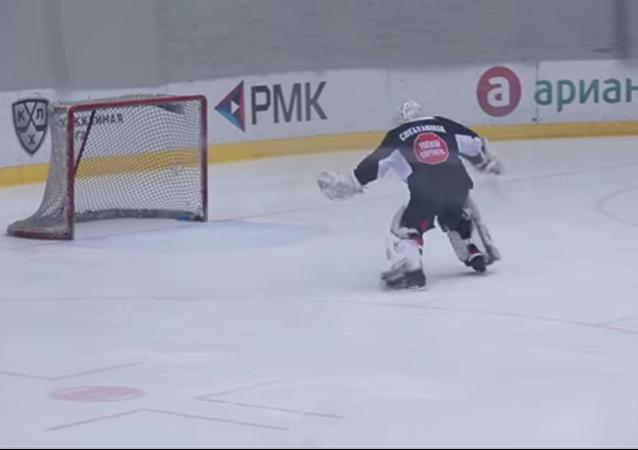 Un peu de valse pour le gardien de hockey