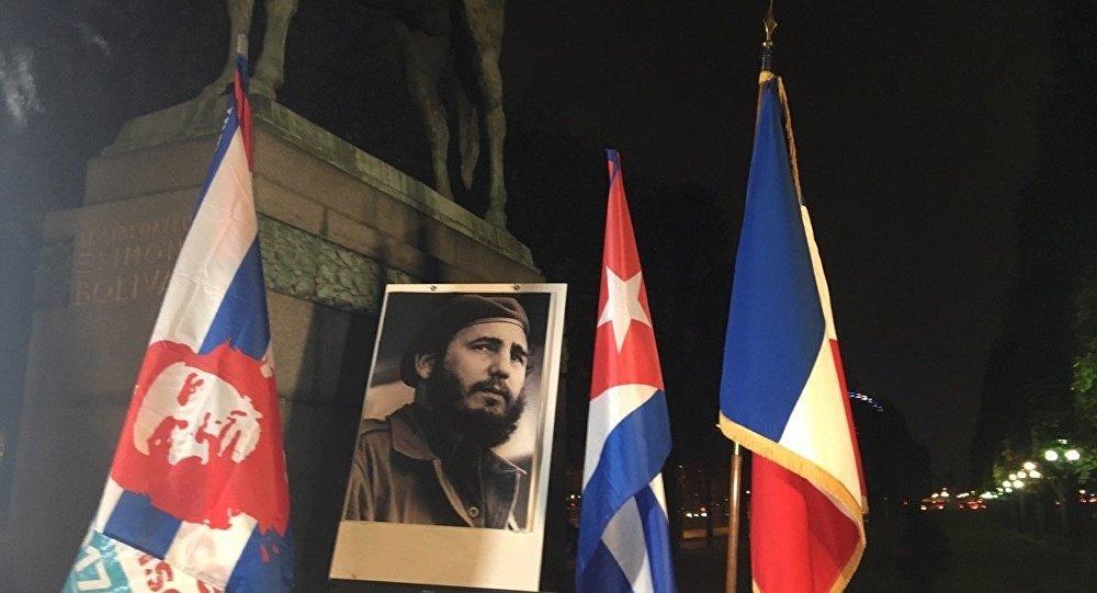 JL.Mélenchon rend hommage à Fidel Castro 1028890306