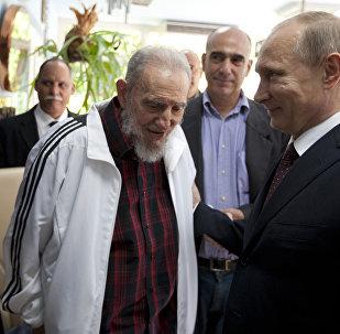 Vladimir Poutine et Fidel Castro en juillet 2014