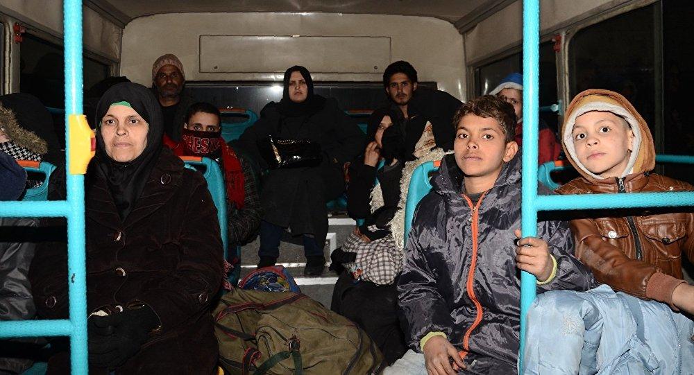 Des familles syriennes évacuées d'Alep-Est