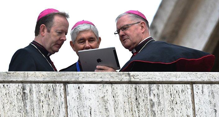 McVatican: les évêques qui peuvent maintenant casser la croûte chez McDo