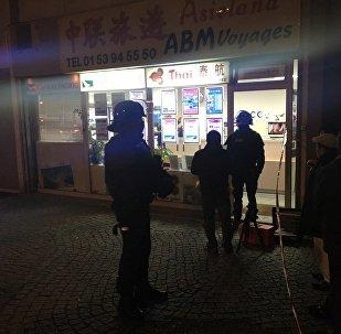 Prise d'otages à Paris: un braqueur armé retient 7 personnes dans une agence de voyages, le 2 décembre 2016