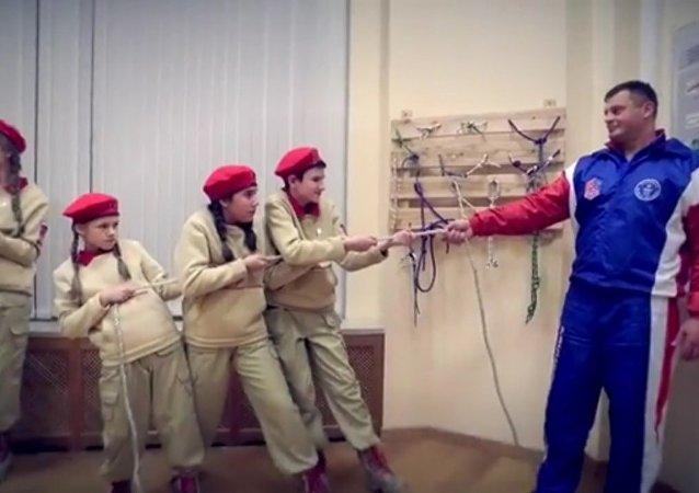 Quand le ministère russe de la Défense participe au #MannequinChallenge!