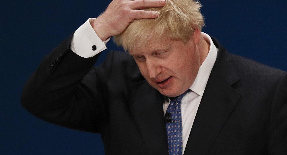 Médias UK: Theresa May étudie la possibilité de limogeage de Boris Johnson