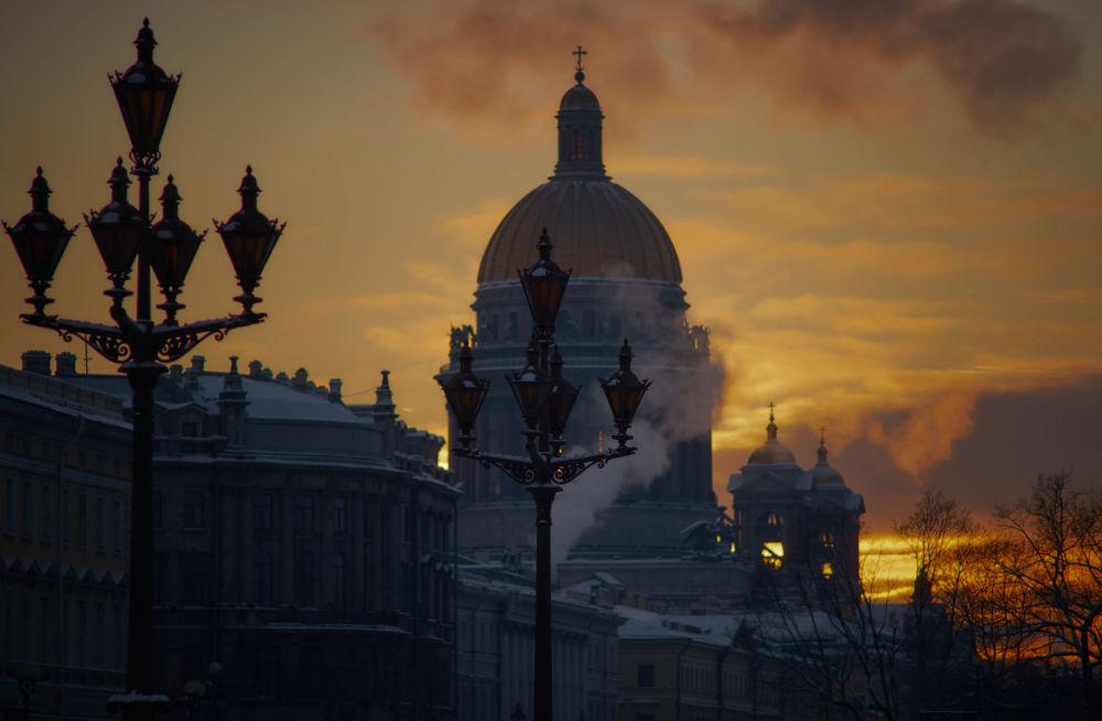 La cathédrale Saint-Isaac vue depuis la Place du Palais