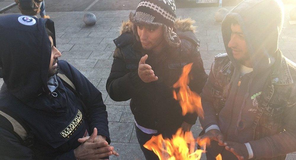 MSF fustige la confiscation de couvertures aux migrants par les policiers à Paris
