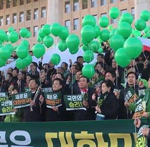 Des députés sud-coréens fêtent la destitution de la présidente