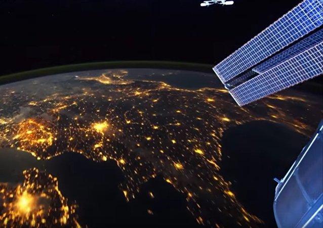 La terre de nuit depuis l'espace