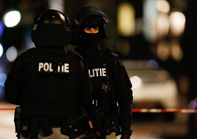 Un terroriste présumé possédant une Kalachnikov arrêté à Rotterdam