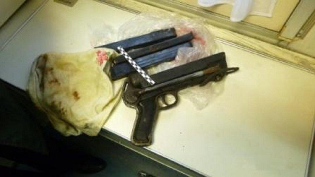 Le pistolet découvert