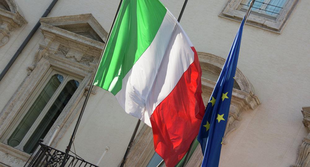 Les drapeaux italien et européen
