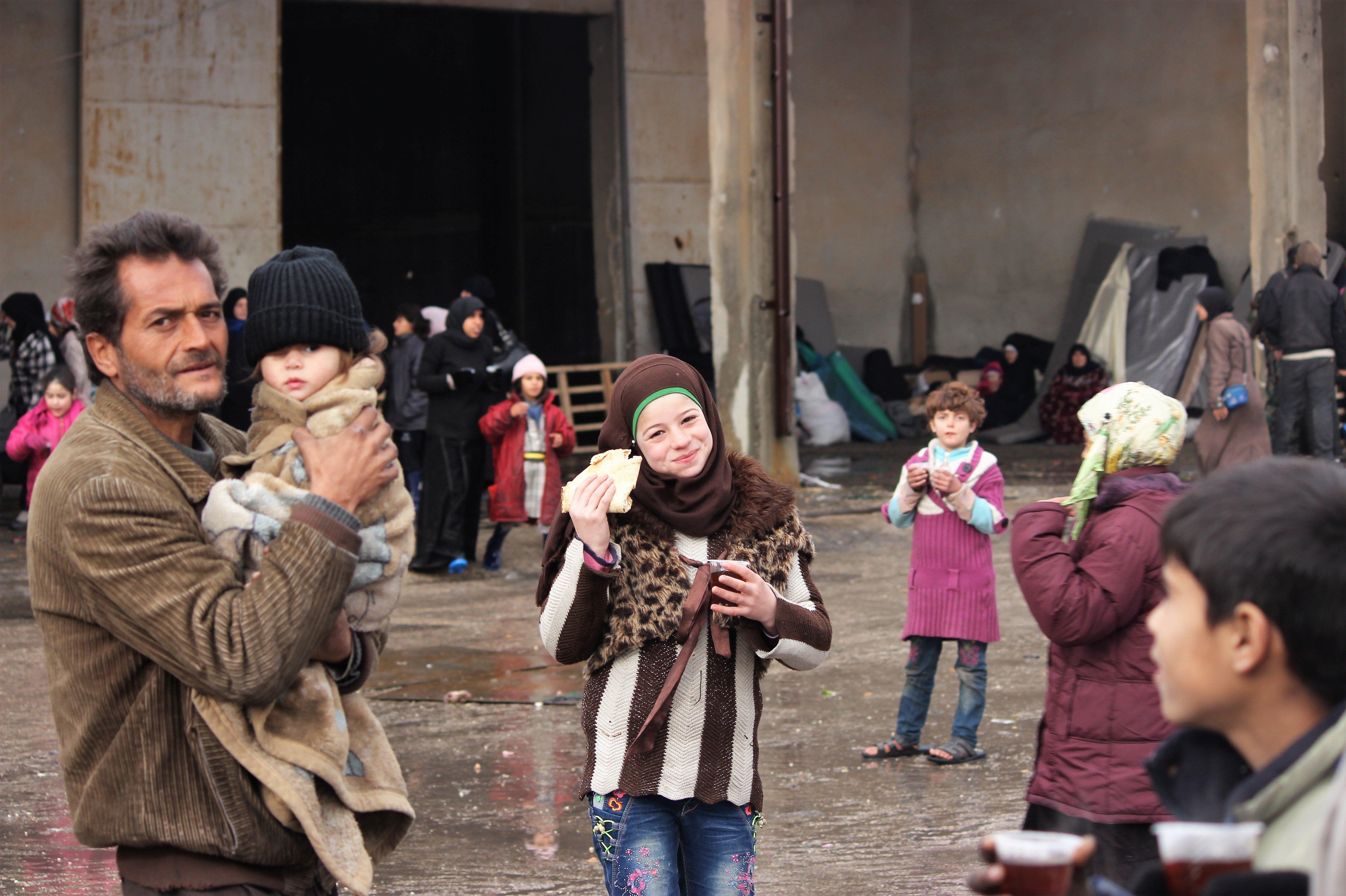 Citoyens heureux suite à la libération de la ville d'Alep