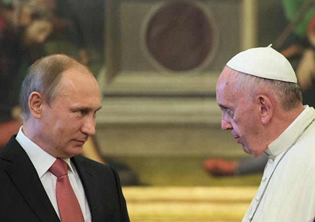 Le président russe Vladimir Poutine et le pape François