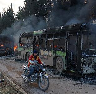 Des terroristes attaquent 7 bus censés évacuer les blessés d'Idlib