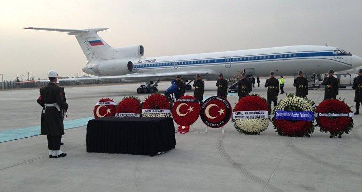 EN DIRECT: Rapatriement du corps de l'ambassadeur russe tué à Ankara