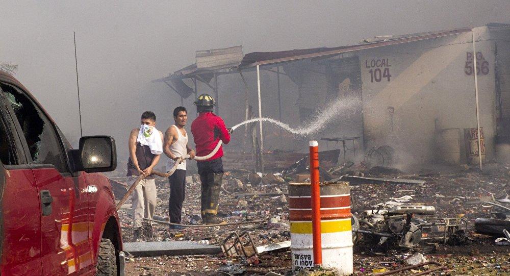 Gigantesque explosion sur un marché de feux d'artifice au Mexique
