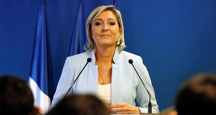 Macron talonne Le Pen dans les sondages