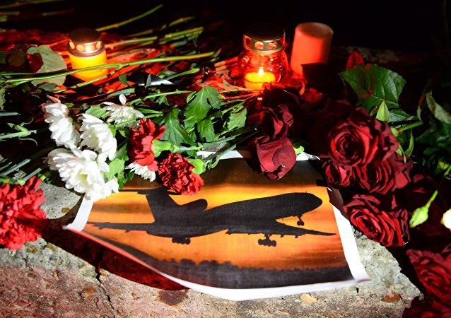 Le premier avion avec les corps des victimes du crash du Tu-154 arrive à Moscou