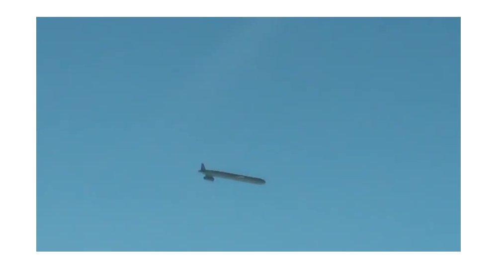 Un missile de croisière air-sol en vol