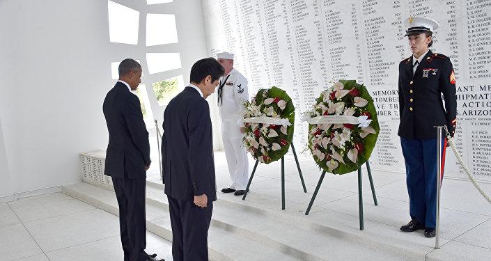 Barack Obama (à gauche) et Shinzo Abe à Pearl Harbor
