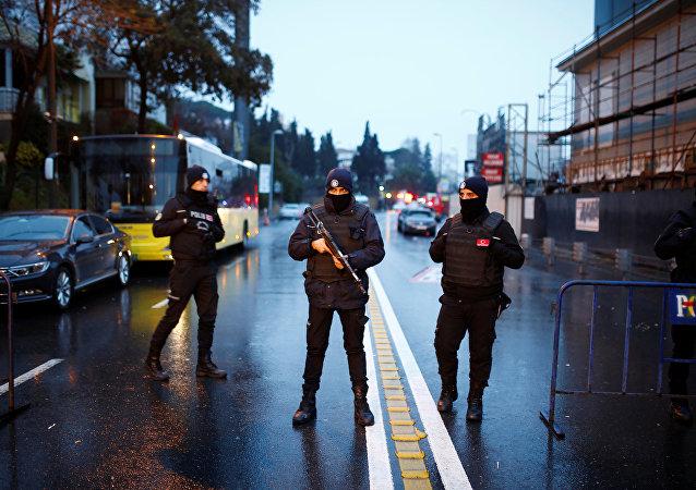Le bâtiment de la Direction générale de la sécurité pilonné à Istanbul
