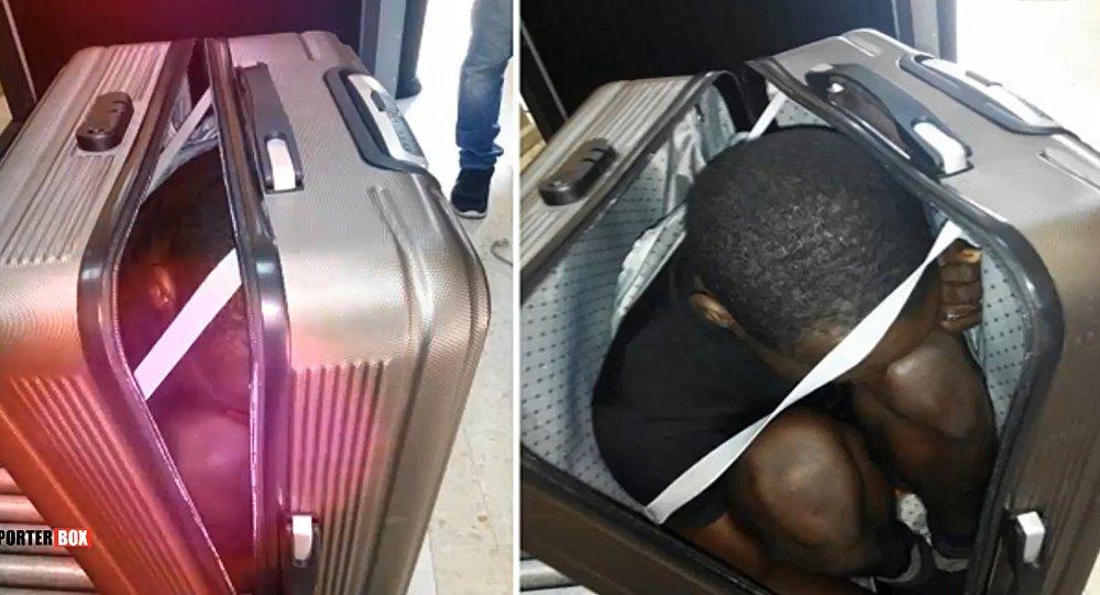 Elle tente de traverser la frontière en cachant un migrant dans une valise