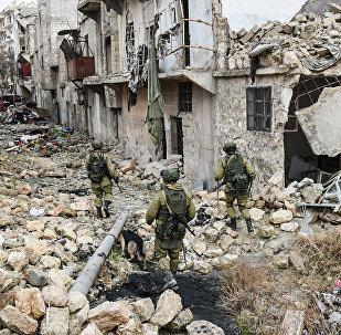 Les sapeurs russes poursuivent l'opération de déminage dans Alep-Est, en Syrie.