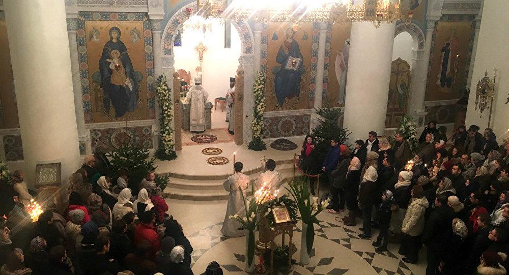 La messe dans l'église du centre culturel russe à Paris
