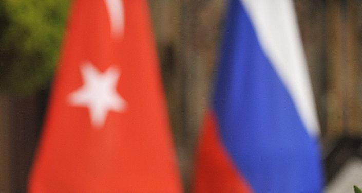 Les drapeaux turc et russe