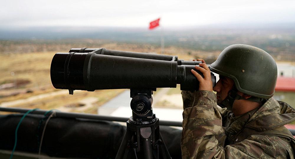 Un soldat turc à la frontière turco-syrienne