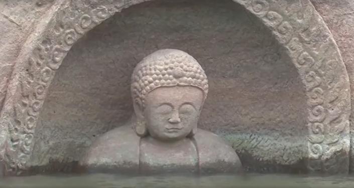 Un Bouddha noyé il y a 600 ans émerge de l'eau en Chine