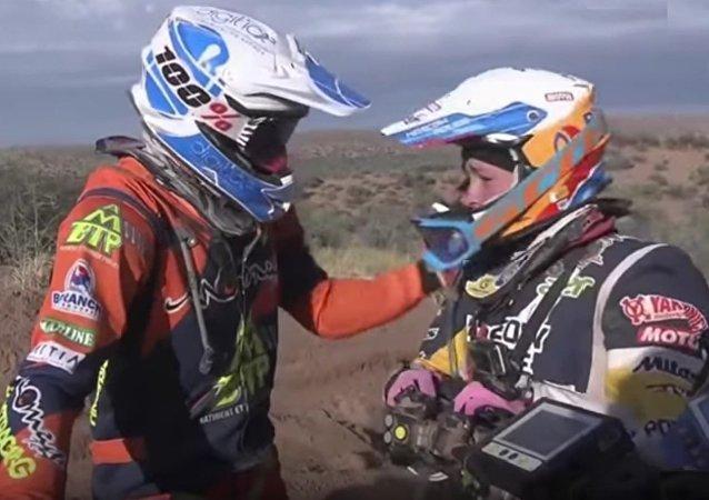 Motard et galant: Gregory Morat dévoile pourquoi il a aidé la motarde russe