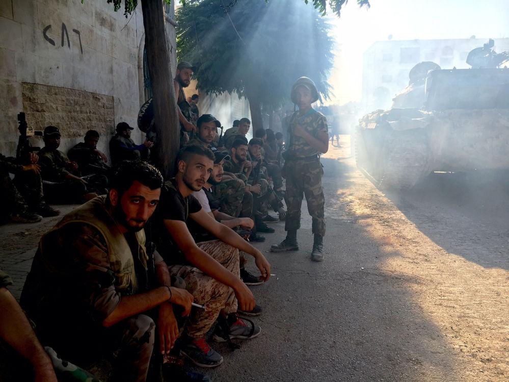 Des militants de l'armée syrienne lors d'une offensive au sud-ouest d'Alep, le 15 août 2016