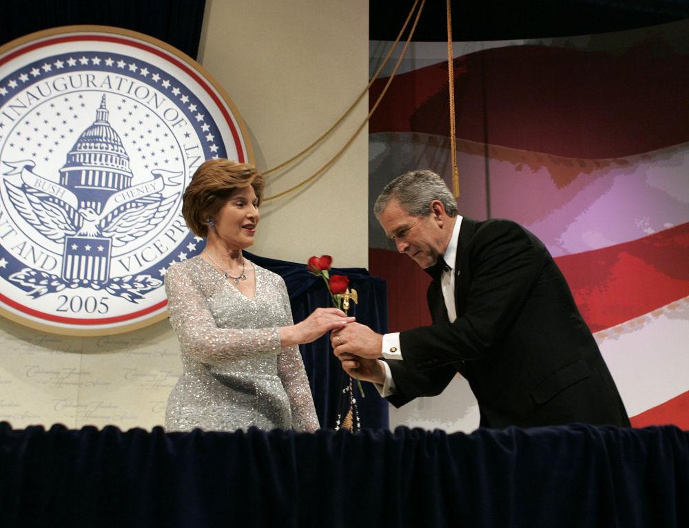 Le président américain George W. Bush et son épouse Laura au bal patriotique en 2005