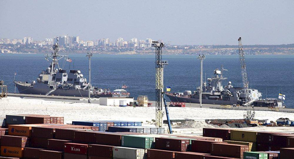 Le navire USS Donald Cook à Odessa, en Ukraine