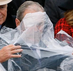 W. Bush en duel contre un poncho