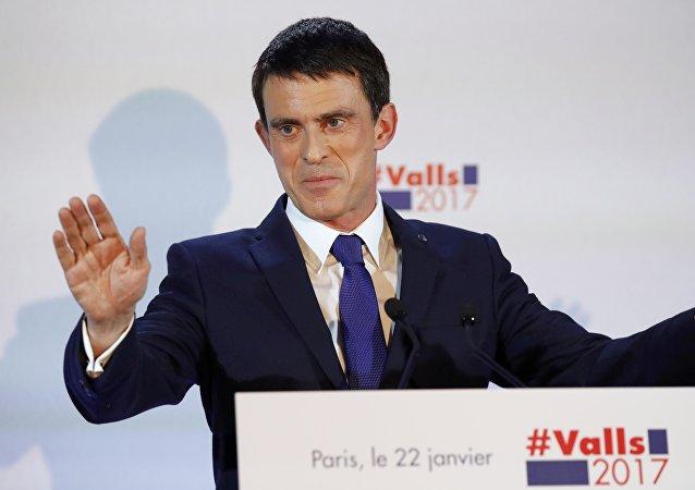 Manuel Valls accusé d'avoir dépensé des milliers d'euros pour des sondages sur lui