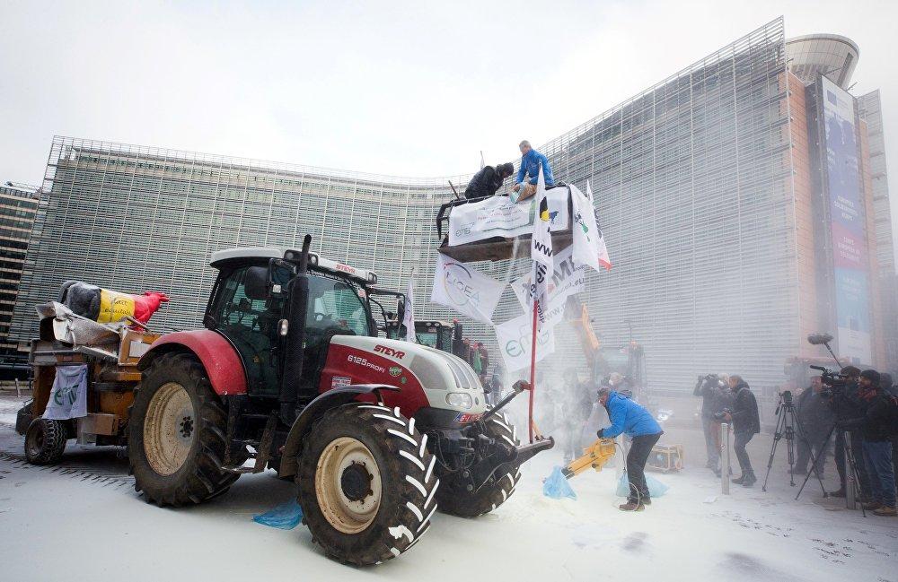 Les producteurs de lait en colère manifestent à Bruxelles