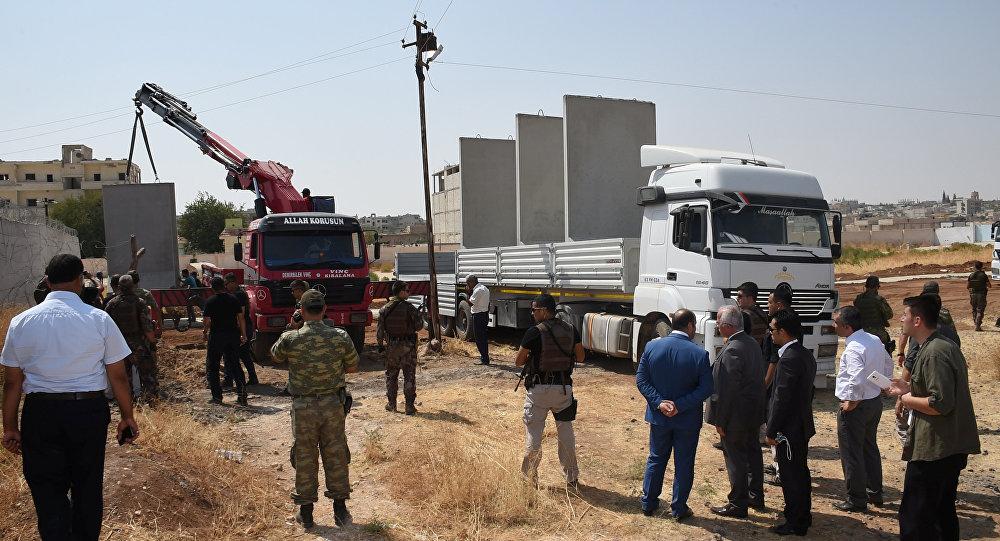 La construction du mur à la frontière turco-syrienne