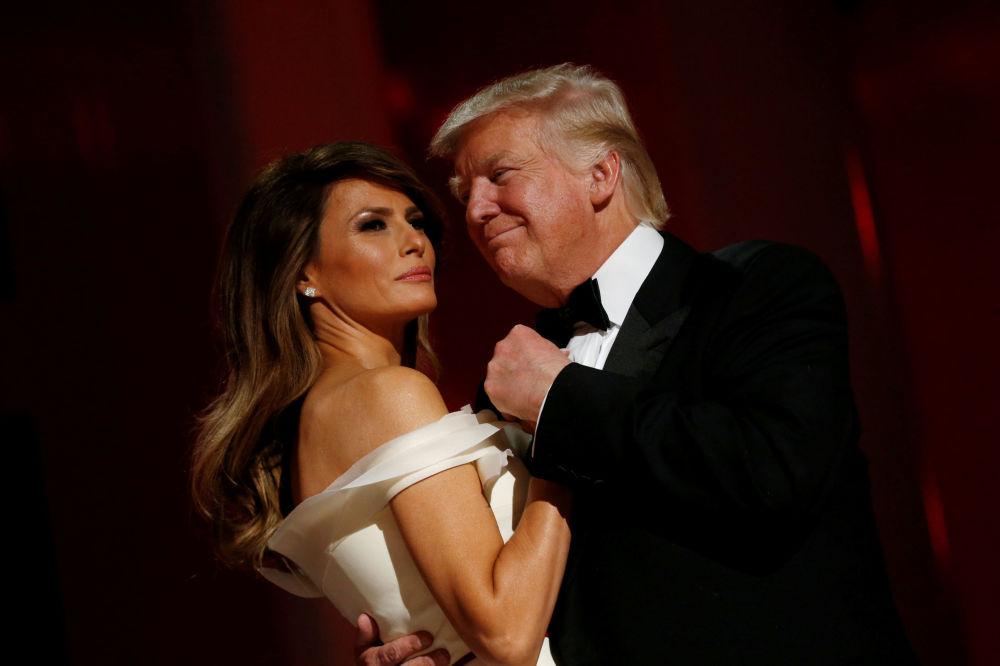 Le président américain Donald Trump et son épouse Melania lors du bal Liberty organisé à l'occasion de l'investiture du président républicain à Washington