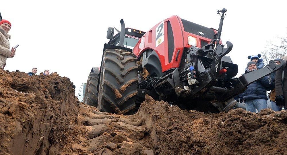 Un tracteur BELARUS-3522