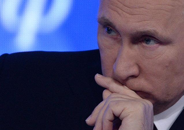 Attentat dans une mosquée à Québec: Poutine dénonce un crime cruel et cynique