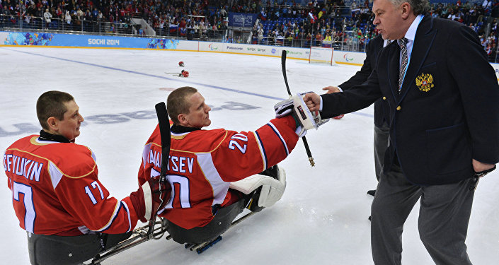 Des sportifs paralympiques russes et leur entraîneur