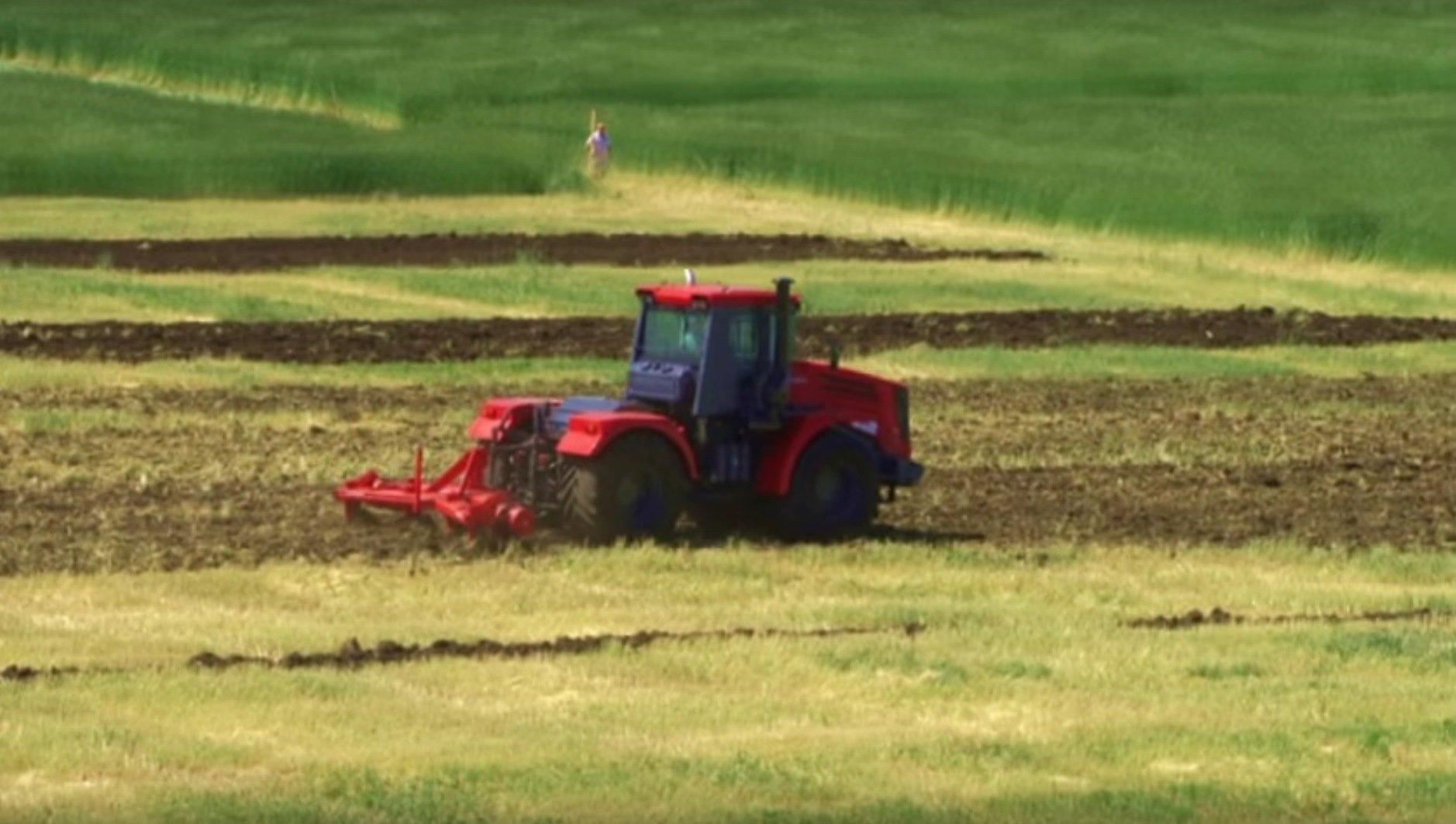 Le tracteur Kirovets K-744R4
