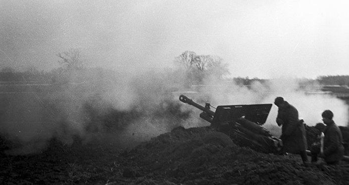 В расчёте артиллерийского орудия осталось два бойца, но приказ Верховного Главнокомандующего нерушим - Ни шагу назад!. 65 армия, Сталинград.