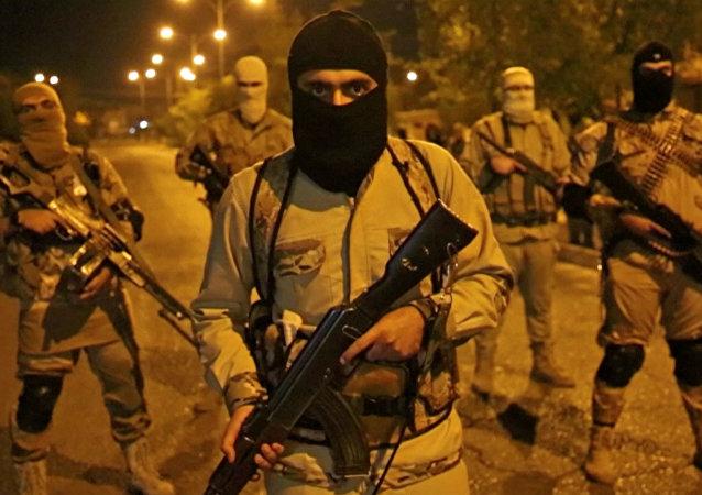 Kämpfer der Terrormiliz Daesh (Islamischer Staat)