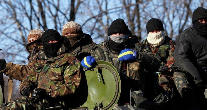 Les soldats ukrainiens se sentent largués dans le Donbass: témoignages
