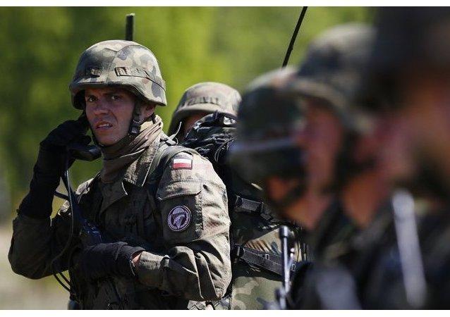 Les exercices militaires Saber Knight débutent en Estonie à la frontière avec la Russie