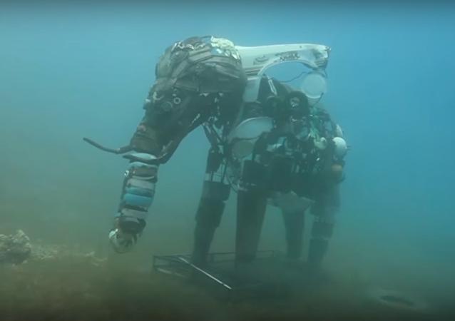 Sculptures au fond de la mer Rouge: plonger, s'amuser et préserver les récifs coralliens