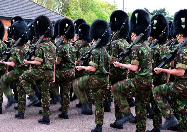 Un casse-tête sur le camouflage des gardes UK rend folle la Toile